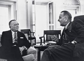 John Edgar Hoover z prezydentem Lyndonem Johnsonem, 1963/64 r.