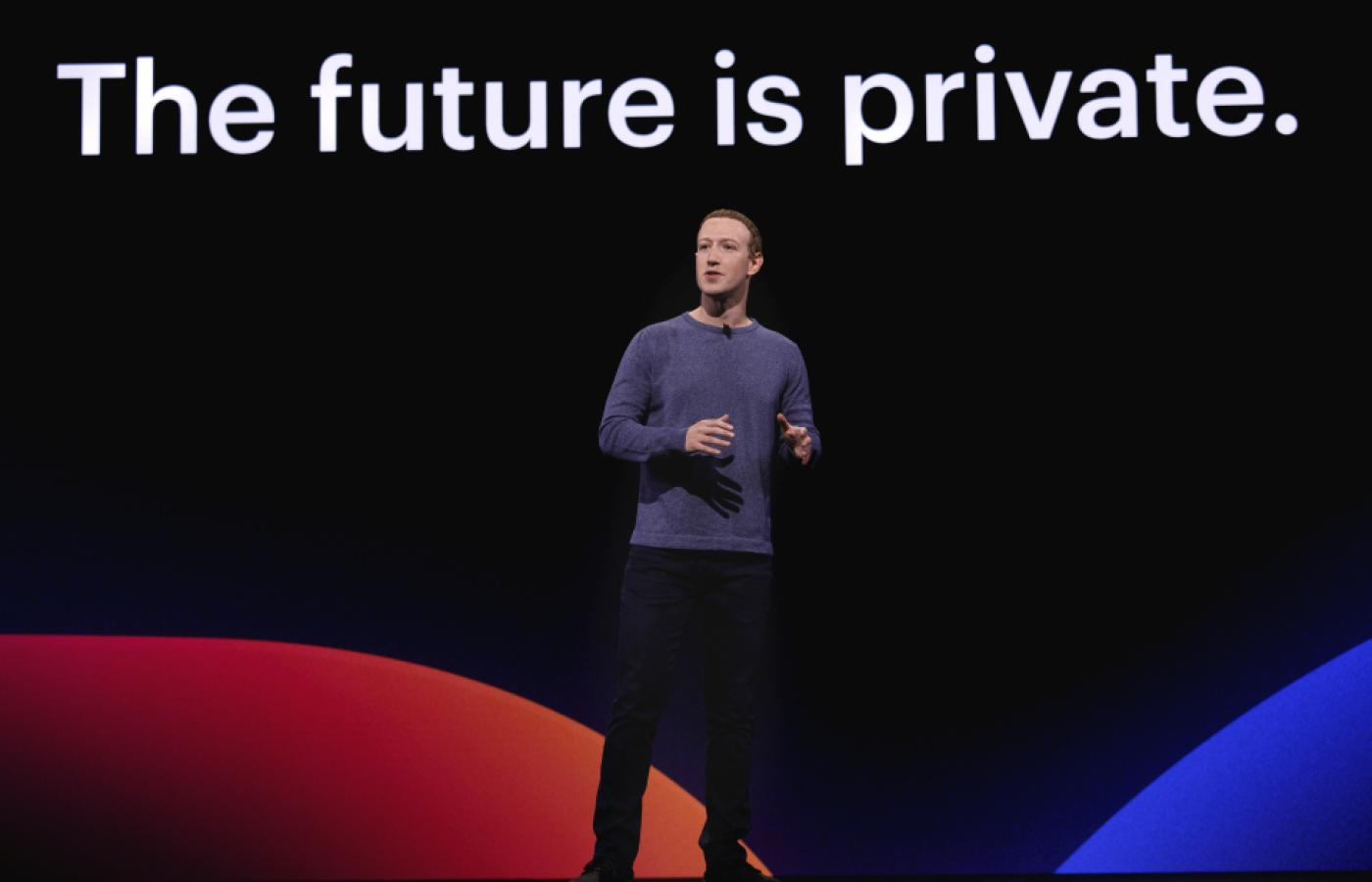 "Mark Zuckerberg wystąpił na tle napisu: ""The future is private""."