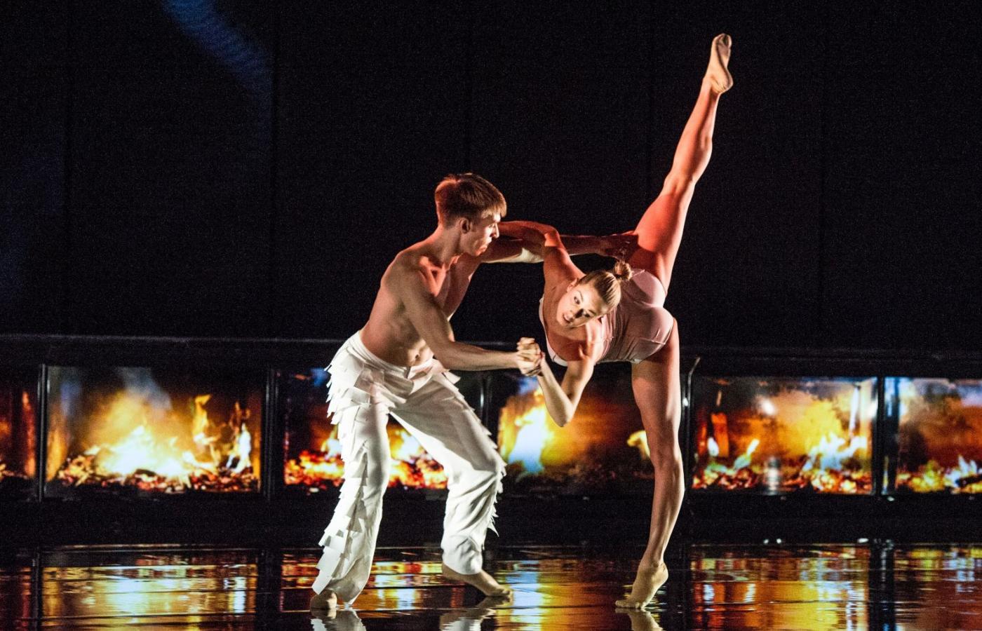 Spotyka się z tancerzem bez salsy