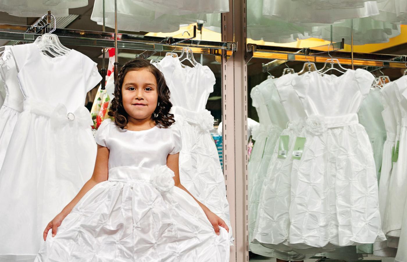 99f355ab0bc6f Średni koszt zorganizowania komunii to około 4 tys. zł. Najskromniejsza  sukienka czy garnitur –