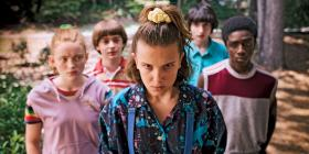 "Jedenastka (Millie Bobby Brown) z ekipą ze ""Stranger Things""."