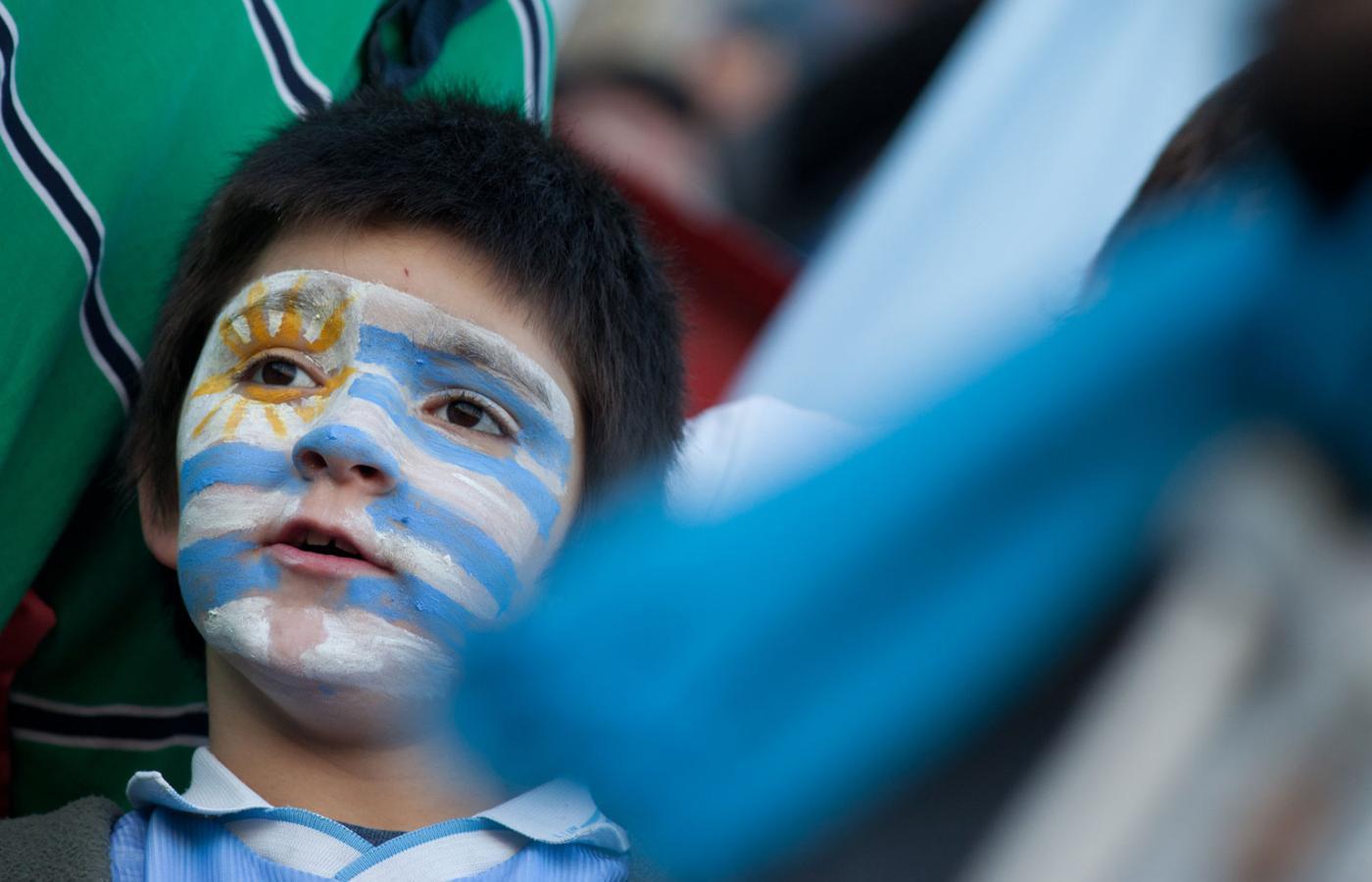 d631d0ff3 Reprezentacja Argentyny grała fatalnie i w ćwierćfinałach odpadła w meczu z  Urugwajem (na zdjęciu, kibic