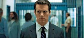 Jonathan Groff jako agent Holden Ford