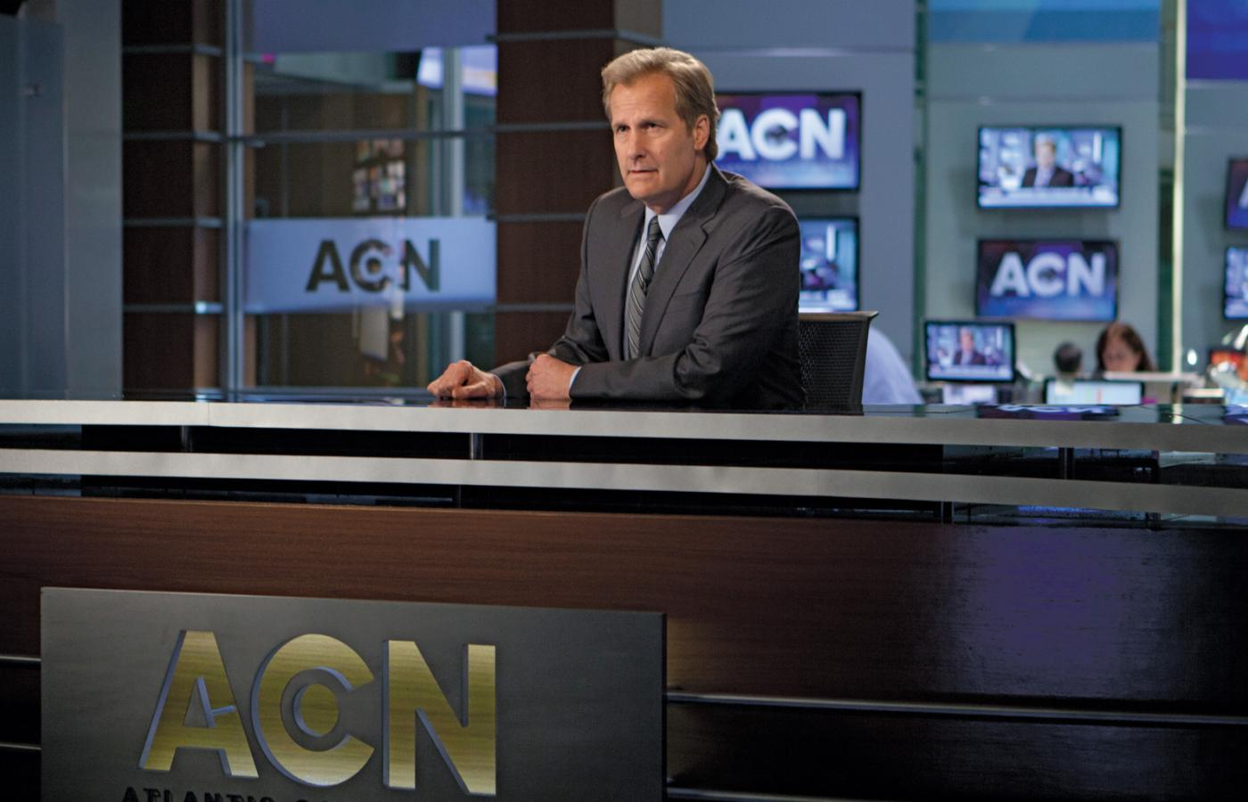 "Jeff Daniels jako prezenter Will McAvoy w serialu ""The Newsroom"""