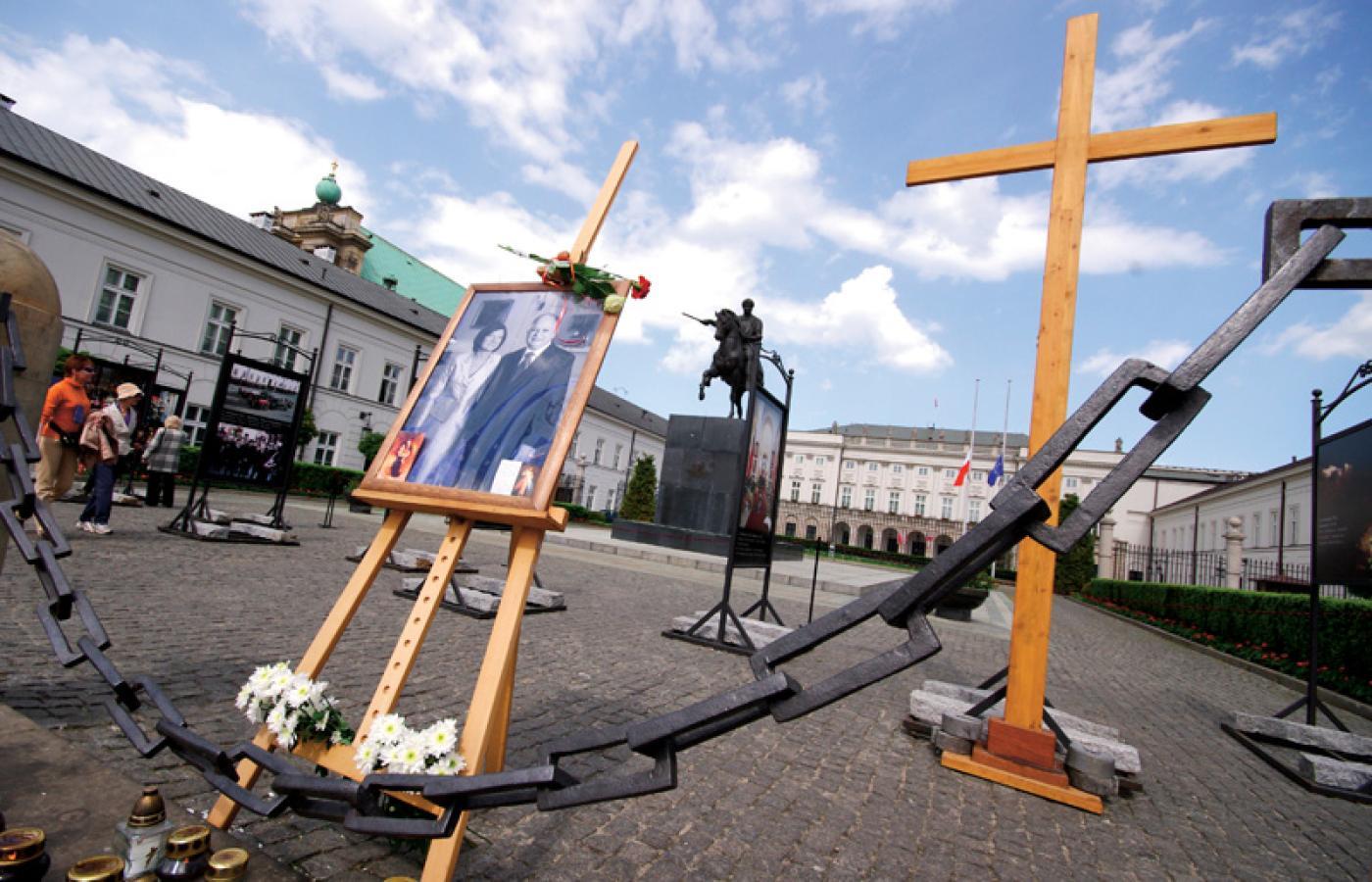 Kto Postawił Krzyż Przed Pałacem Prezydenckim Reportaż Z