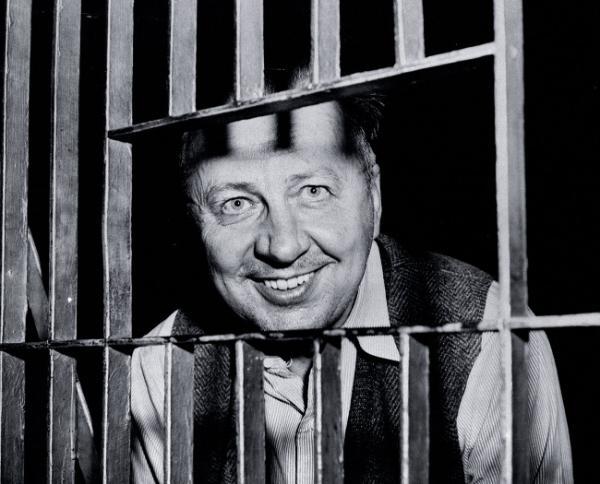 Zamachowiec znany jako Mad Bomber, ujęty dzięki pomocy profilera kryminalnego Jamesa A. Brussela, 1957 r. Spektakularny sukces Brussela dał początek karierze zawodu profilera.