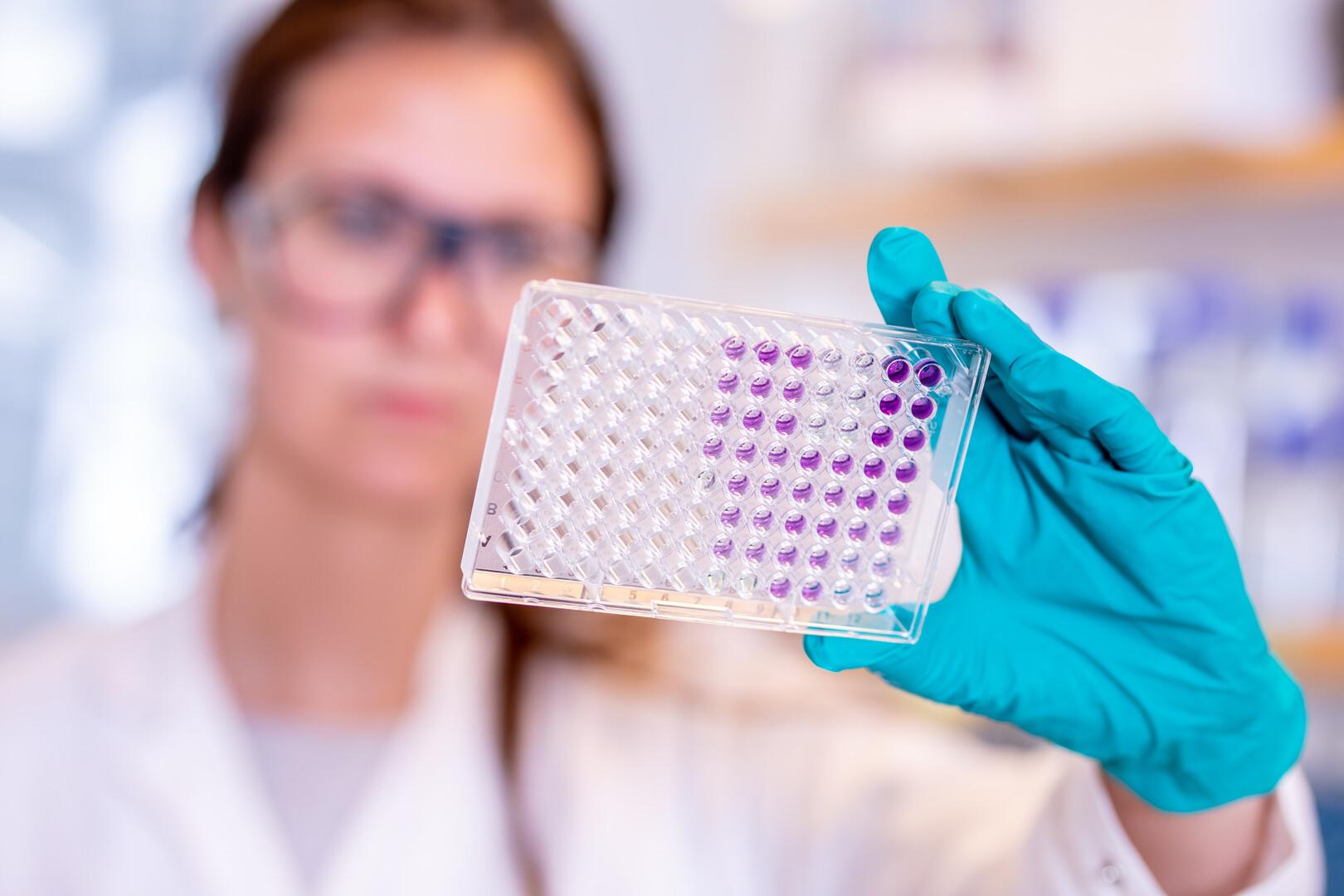 Ekspresowe szczepionki na covid. Jak powstały i czy są bezpieczne?