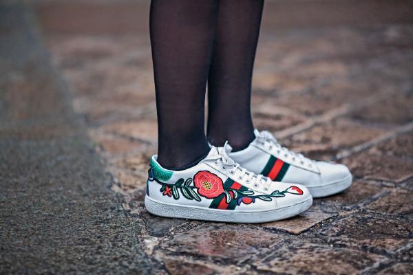 Te głośne cichobiegi Sportowe sneakersy podbijają świat