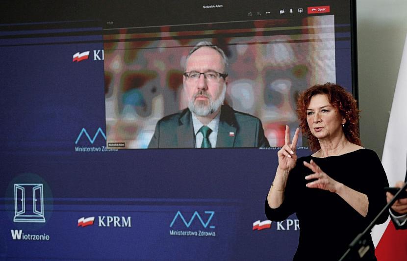 Konferencja prasowa ministra zdrowia Adama Niedzielskiego (na ekranie)