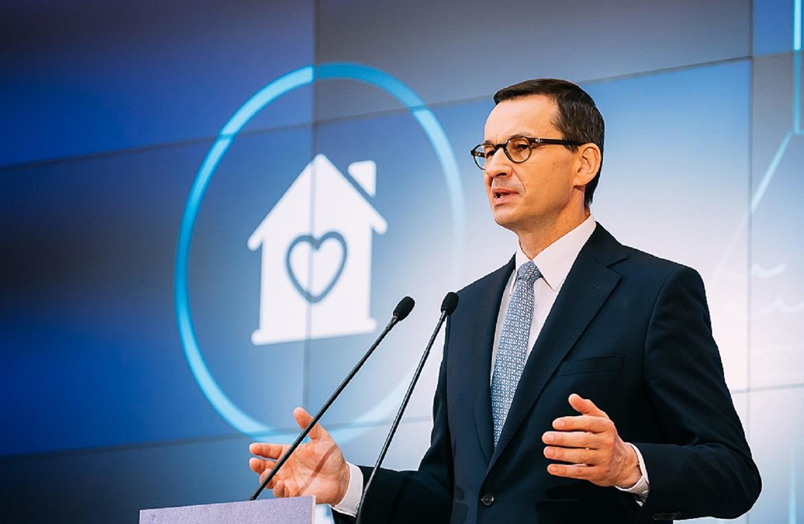Premier: Przedłużamy restrykcje. Od 16 kwietnia obowiązkowe maseczki - Polityka.pl
