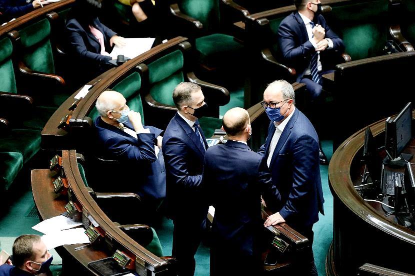 Posłowie opozycji w Sejmie. Od lewej: Janusz Korwin-Mikke (Konfederacja), Cezary Tomczyk, Borys Budka (obaj KO) i Włodzimierz Czarzasty (Lewica)