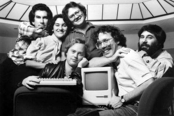 Zespół Apple, 1984 r. Od lewej: George Crow, Joanna Hoffman, Andy Hertzfeld, Burrell Smith, Bill Atkinson i Jerry Mannock.