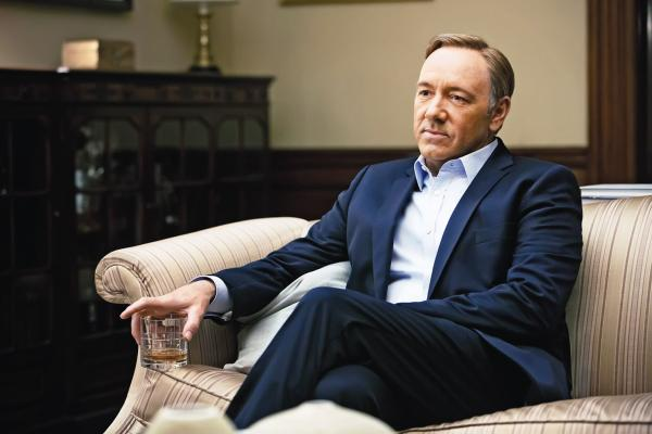 "Kevin Spacey jako wiceprezydent Francis Underwood w serialu ""House of Cards""."