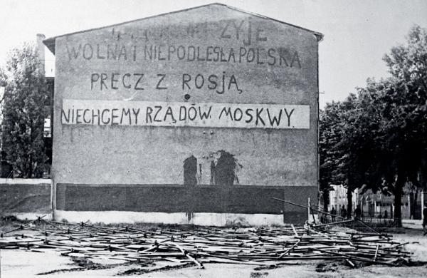 Mural z epoki (fotografia dokładniej nieopisana).