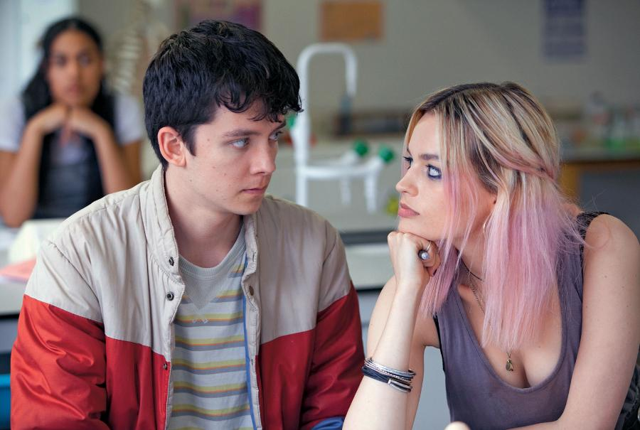 Asa Butterfield (Otis) i Emma Mackey (Maeve).